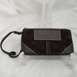 C8,707 Coach Wristlet Brown Suede Leather